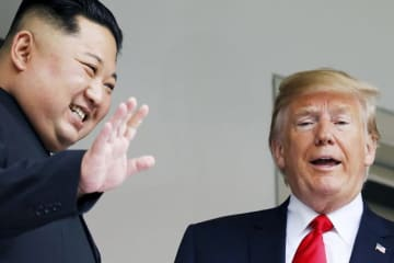 金正恩 トランプ 米 大統領 シンガポール 会談 笑顔