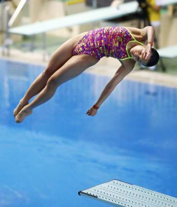 女子3メートル板飛び込みで優勝した金戸凜=東京辰巳国際水泳場