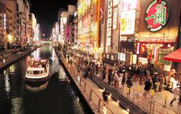 道頓堀に面した大阪・ミナミの歓楽街、宗右衛門町=大阪市中央区