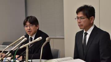 陳謝する羽石センター長(右)ら=15日、千葉県庁