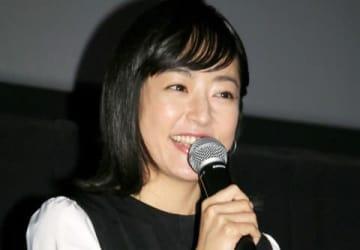 名古屋市内で映画「焼肉ドラゴン」の舞台あいさつを行った井上真央さん