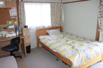 民泊営業が可能になった住宅で、客の宿泊のため用意されている部屋=長崎県長崎市内