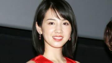 名古屋市内で映画「焼肉ドラゴン」の舞台あいさつを行った桜庭ななみさん