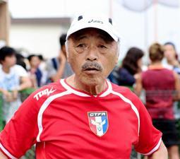 岡崎慎司選手の活躍を励みに、リハビリを続ける滝川第二高元監督の黒田和生さん