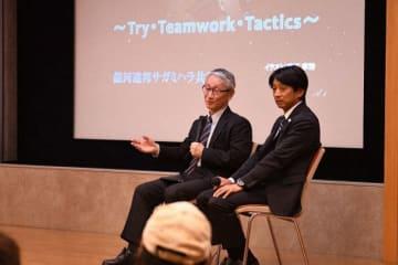 小惑星探査機「はやぶさ」などについて語る川口さん(左)と片山さん=相模原市立博物館