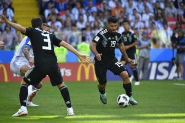 前半19分、アグエロが左足で豪快に蹴り込みアルゼンチンが先制