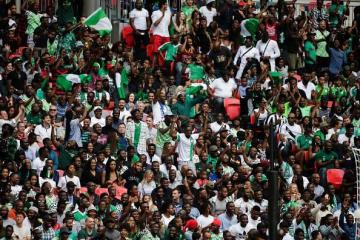 スタジアムで声援を送るナイジェリアサポーター photo/Getty Images