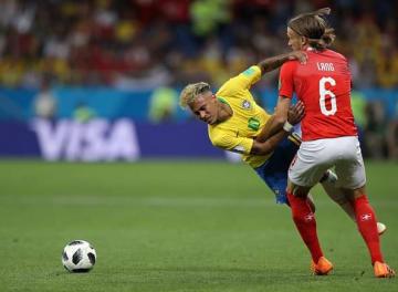 ブラジルの絶対エース、ネイマール。スイス守備陣のファウル覚悟のディフェンスに苦戦を強いられた photo/Getty Images