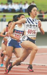 女子200メートル決勝 圧巻の走りで優勝した山形中央の青野朱