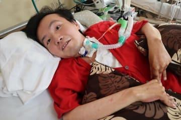 難病と闘いながら、音楽活動への熱い思いを語る福田さん=長崎川棚医療センター
