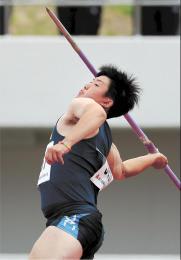 男子やり投げ決勝 61メートル61で優勝した岩手・水沢第一の吉田