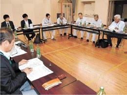 乗り合いタクシーの試験運行を10月に実施する方針を決めた検討会の会合