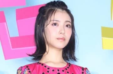 映画「センセイ君主」のスペシャルイベント&完成披露舞台あいさつに登場した浜辺美波さん
