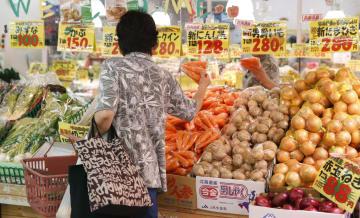 統計 a supermarket in Tokyo Aug. 17, 2015 2015081700799