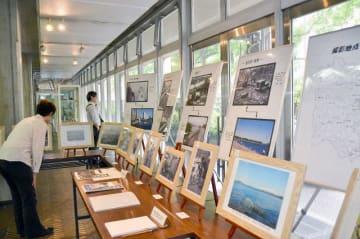 環境改善の様子を紹介する写真展=市庁舎1階展示スペース