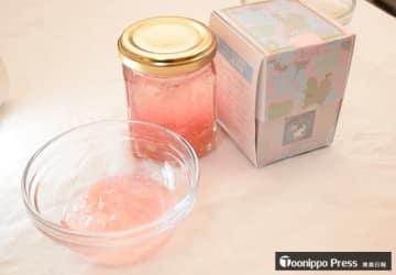 リンゴの花びらの淡いピンク色が特徴のジャム