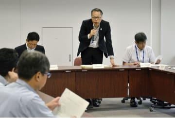 大阪市のヒアリ対策チーム会議であいさつする藪内弘港湾局長=20日午前