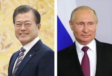 韓国の文在寅大統領、ロシアのプーチン大統領(タス=共同)