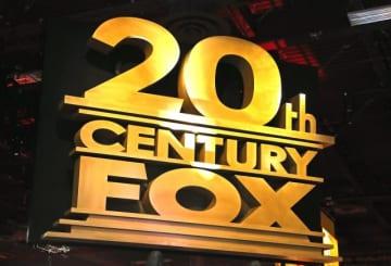画像は21世紀フォックス傘下の映画スタジオ・20世紀フォックスのロゴ - Gabe Ginsberg / Getty Images