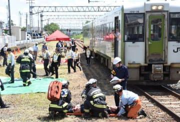 人身事故を想定したJR花巻駅構内訓練