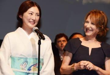 フェスティバル・ミューズの常盤貴子と、映画祭団長の名女優ナタリー・バイ