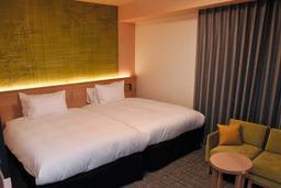 リッチモンドホテル姫路のツインルーム。葉桜をイメージしたデザインが特徴=姫路市南畝町2
