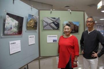 「平和を考えるきっかけにしてほしい」と期待するストラーンさん(左)と佐藤さん=横須賀市立市民活動サポートセンター
