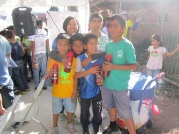 ホンジュラスで活動して6年になるAMDA-MINDSの陰山さん(左奥)。エクアドルで青年海外協力隊員として活動してきた