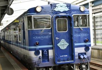 試運転が行われた観光列車「あめつち」=23日午前、JR鳥取駅