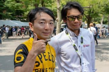 プロロードレーサー・新城幸也選手(右)と、野島裕史(自転車ロードレース 「NTN presents 2018 ツアー・オブ・ジャパン」東京ステージにて)
