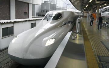 試験走行でJR東京駅に到着した東海道新幹線の新型車両「N700S」=23日午前