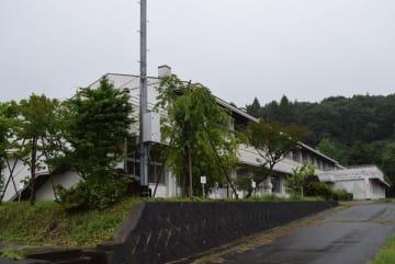 農業生産法人の干し芋工場として利用される旧金鹿小校舎
