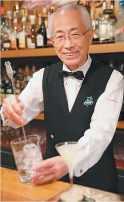 ミスターバーテンダーに選ばれた佐藤昭次郎さん=20日、大分市都町のバー「カスク」