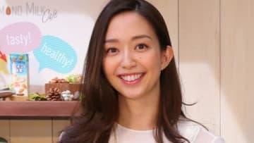 期間限定カフェ「ALMOND MILK CAFE」のオープン記念トークショーに登場した松島花さん