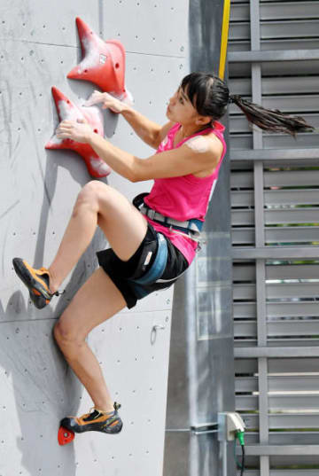 女子予選 スピードで1位になった伊藤ふたば(TEAM au)。予選首位で決勝に進んだ=盛岡市・県営運動公園登はん競技場