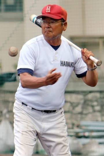 小浜を率いて49年目を迎えた溝田監督=雲仙市、小浜高グラウンド