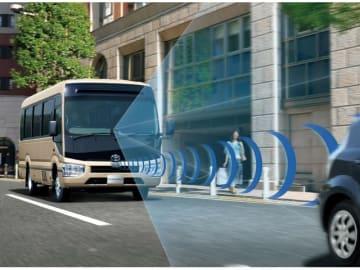 トヨタのロングセラーモデル、小型バスの「COASTER」、今回の一部改良で、衝突回避支援パッケージ「Toyota Safety Sense」を標準装備した