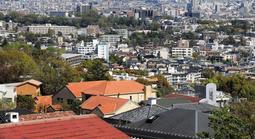 芦屋市六麓荘町から阪神間の緑豊かな住宅街を望む(撮影・斎藤雅志)