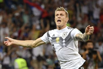 ドイツ―スウェーデン 試合終了間際、決勝ゴールを決め喜ぶドイツのクロース=ソチ(ゲッティ=共同)