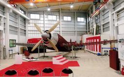 骨組みが姿を現した戦闘機「紫電改」のレプリカ=茨城県小美玉市(上谷昭夫さん提供)