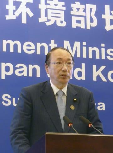 日中韓3カ国の環境相による全体会合で発言する中川環境相=24日、中国江蘇省蘇州(共同)