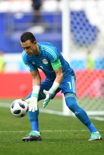 サッカーW杯ロシア大会1次リーグA組、サウジアラビア戦に出場したエジプトのGKハダリ=25日、ボルゴグラード(ゲッティ=共同)