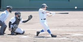 【室蘭東翔―穂別】室蘭東翔初回無死三塁から加藤が右越えに先制の三塁打を放つ