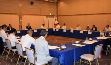 大会概要について協議した「ツール・ド・ちば」実行委員会の設立総会=25日午後、千葉市中央区のホテル