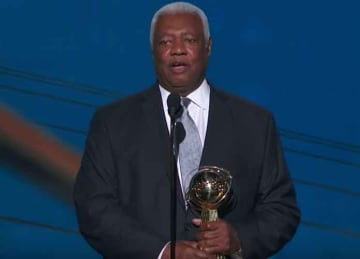 Oscar Robertson accepts Lifetime Achievement Award at 2018 NBA Awards