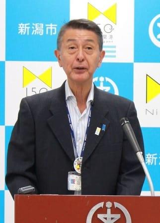 10月の新潟市長選をめぐり、自らの去就などについて語る篠田昭市長=26日、新潟市役所