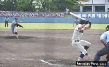 7-5で青森山田が勝利した盛大付戦。投手・三木(青森山田)が完投した=23日、青森市営球場