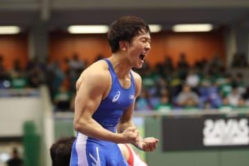 優勝を決め、全身で喜びを表した乙黒拓斗