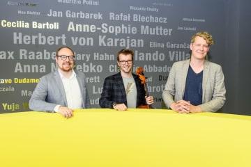 左からDr Clemens Trautmann (President Deutsche Grammophon),  Peter Gregson, Christian Badzura (Director New Repertoire)