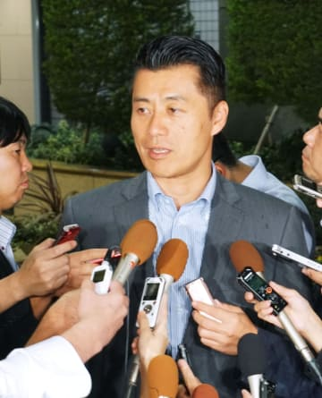Tokyo governor meets with ex-Democratic Party official